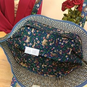 cefbdbe4b694 Vera Bradley Bags - Rare Vera Bradley Animal Kingdom Bucket Tote